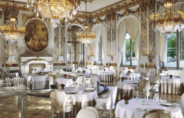 Wedding hall b hotels for Table exterieur luxe